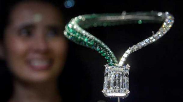 Швейцарияда иккита ноёб олмос 48 млн долларга сотилди