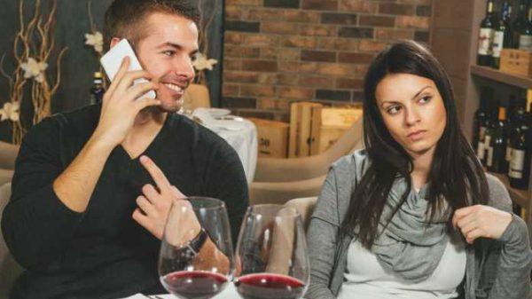 Qizlarga kim ko'proq yoqadi: iPhone yoki Android'li yigitlar?