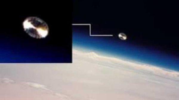 Xalqaro fazo stansiyasi kuzatuv kamerasi orbitada o'zga sayyoraliklar kemasini suratga oldi… (VIDEO)