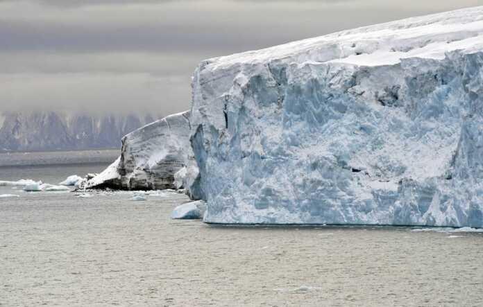Olimlar Arktikada 2035 yilgacha barcha muz erib ketishi mumkinligini aytishmoqda