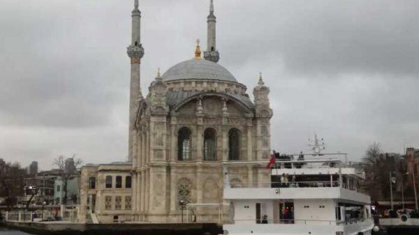 Istanbul afsonalari: Bosfor, Qiz minorasi, Dolmaboxche saroyi…