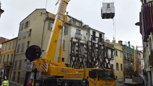 Fransiyada 300 kg vaznli erkak kran yordamida uydan olib chiqildi