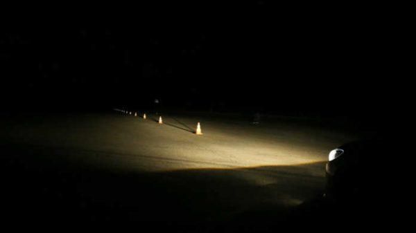 AQShning Dallas shahrida odamlar avtomobillarda tunashmoqda.(video)