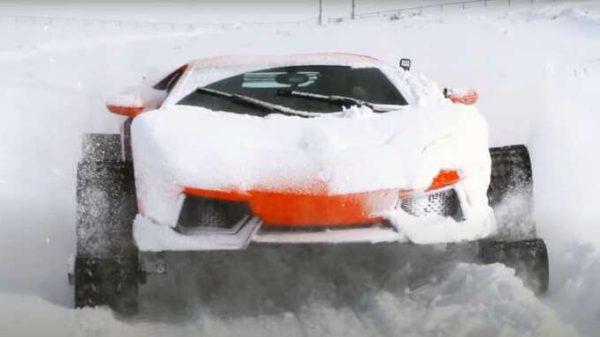 Lamborghini Aventador birinchi sinov paytida qor uyumida qolib ketdi (video)