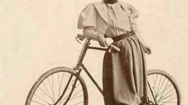 Dunyo bo'ylab velosipedda sayohat qilgan birinchi ayol