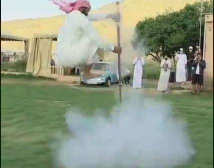 Saudiya Arabistonida qurol bilan raqsga tushish an'anasi (video)