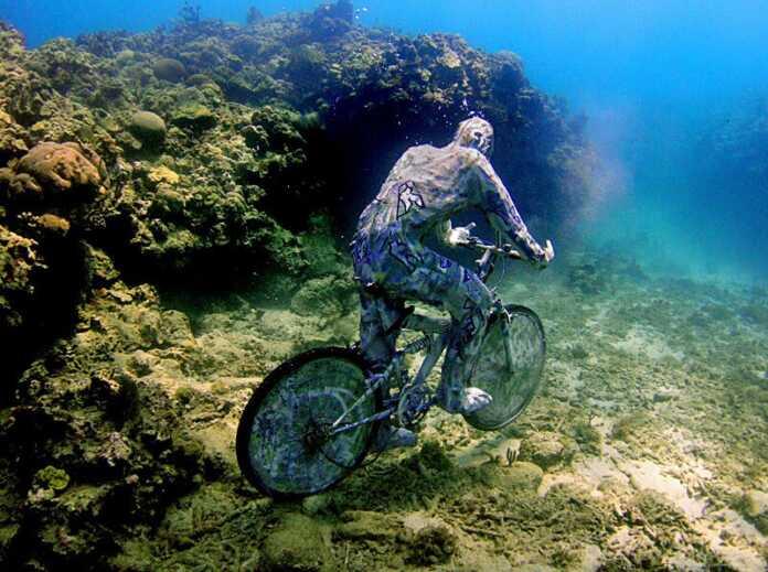 Suv ostidagi velosiped, bosh barmoq. Dunyodagi bir-birdan ajoyib haykaltaroshlik namunalari (+foto)
