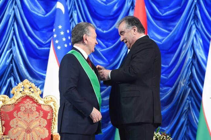 Emomali Rahmon Shavkat Mirziyoyevni birinchi darajali «Zarrintoj» ordeni bilan mukofotladi