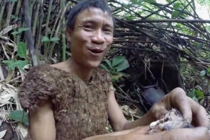 """Junglilarda 41 yil yashagan """"Vyetnamlik Tarzan"""" odamlar orasiga qaytgach saratondan vafot etdi"""