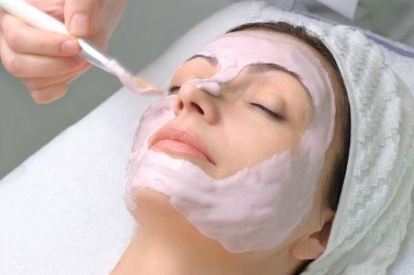 Kosmetologlar fikricha, 10 yoshga yoshartiruvchi niqob